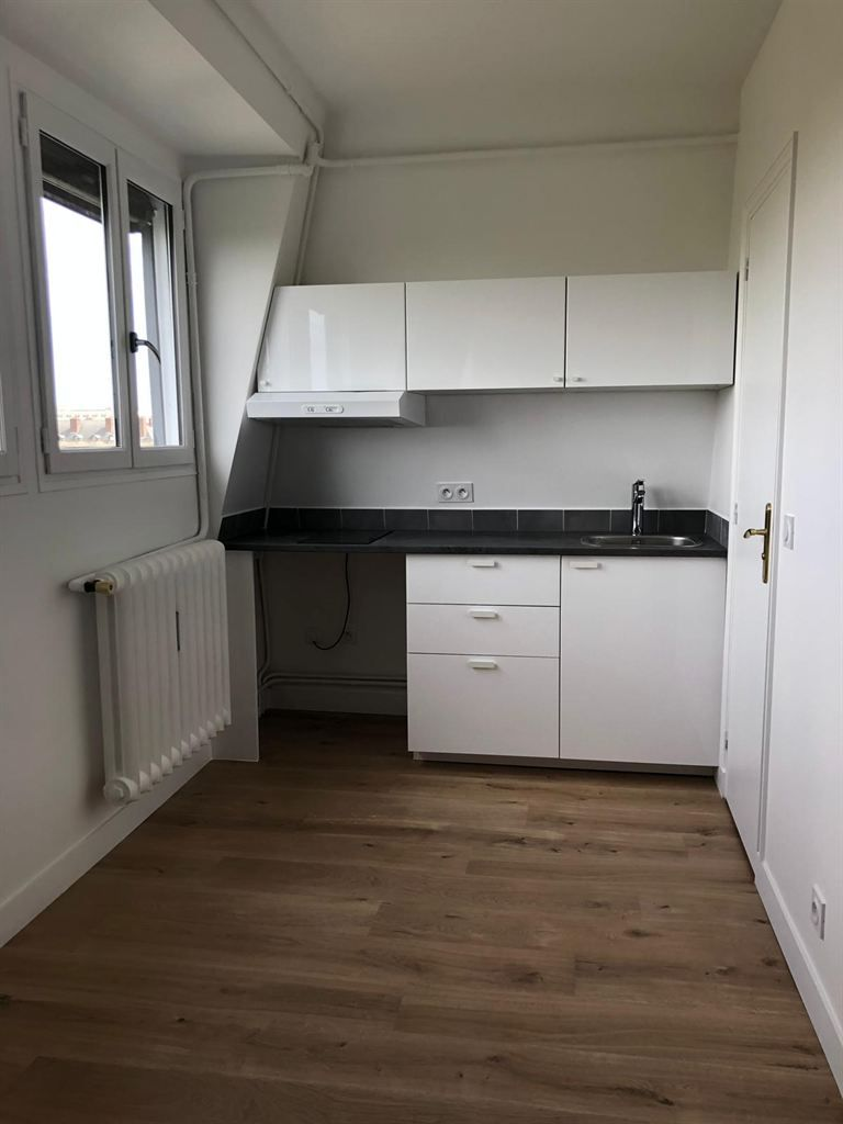 studio en location à PARIS (75007)